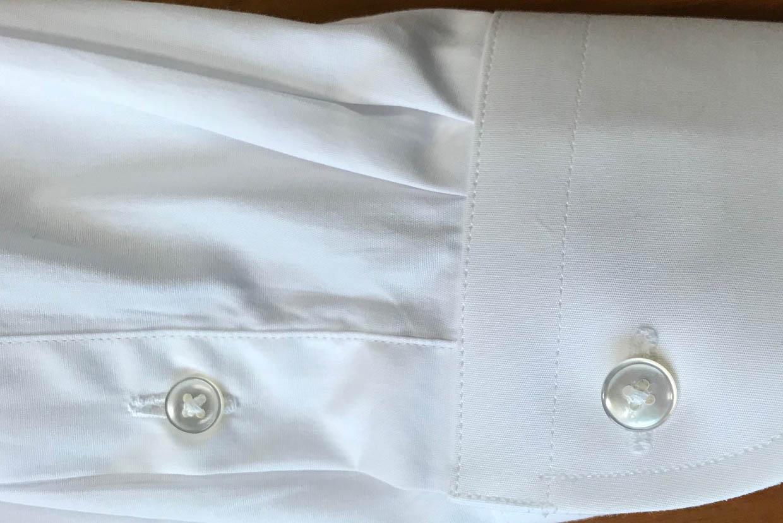高級シャツのボタン
